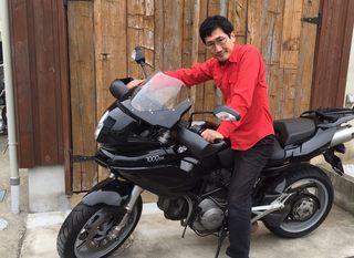 バイクにまたがる筆者.jpg